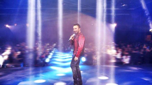 Megastar Tarkan Kıbrıs'ta sahne aldı