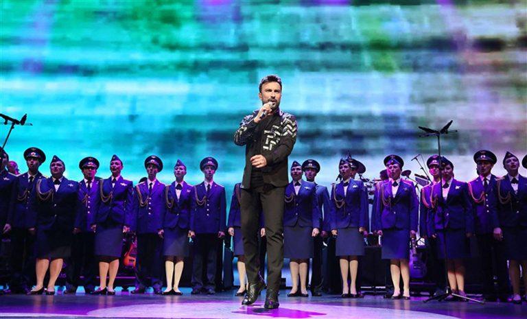 Tarkan Kızıl Ordu ile sahnede